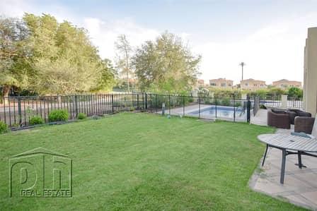 4 Bedroom Villa for Sale in Jumeirah Islands, Dubai - Beautiful Private Oasis Cluster Garden Hall