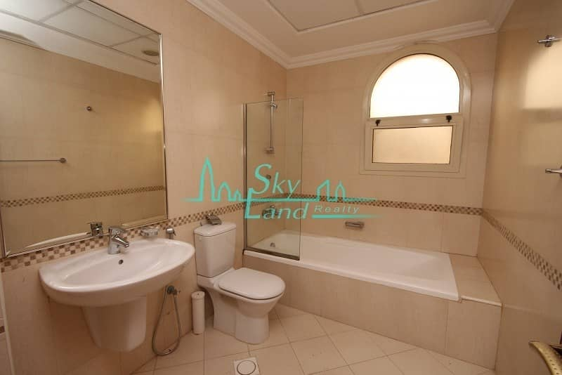 17 Very spacious 5 bed with private pool Jumeirah 2