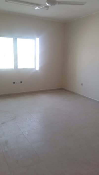 Labour Camp for Rent in Al Quoz, Dubai - Independent floor - 5 to 25 Rooms; 6 persons capacity; Window A/c unit ; Rent in Al QUOZ ( AEd. 350/- all in)