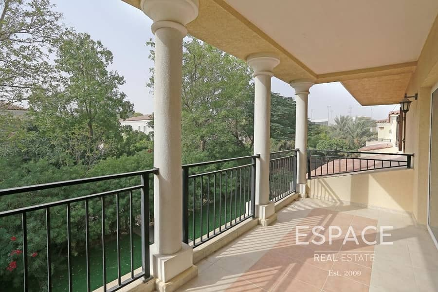 2 Backs Park | Cul de sac | Near to Pool