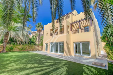 6 Bedroom Villa for Rent in The Lakes, Dubai - Timeless Lakeview House  At Hattan/The Lakes.