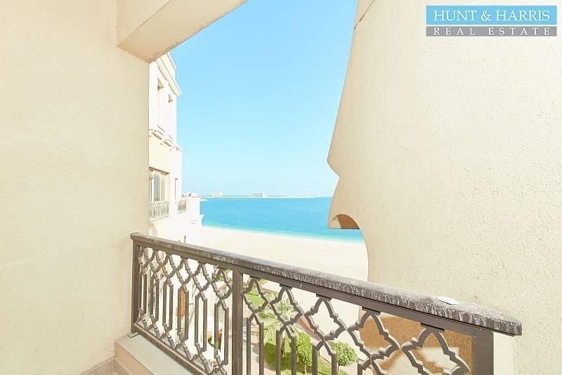Large Studio with direct Sea Views - Freshly Maintained