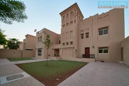 فیلا 5 غرف نوم للبيع في قرية الحمراء، رأس الخيمة - Directly on the Beach - Large Family Residence