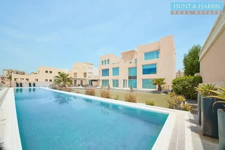 فیلا 5 غرف نوم للبيع في قرية الحمراء، رأس الخيمة - Beach Front Villa - Upgraded - Large Private Pool - Sea View