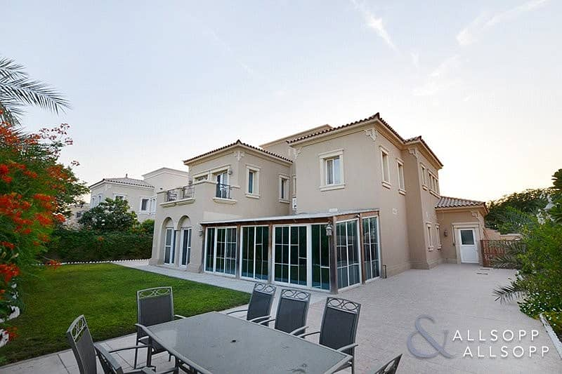 EXCLUSIVE   Extended   4 Beds   Near Pool