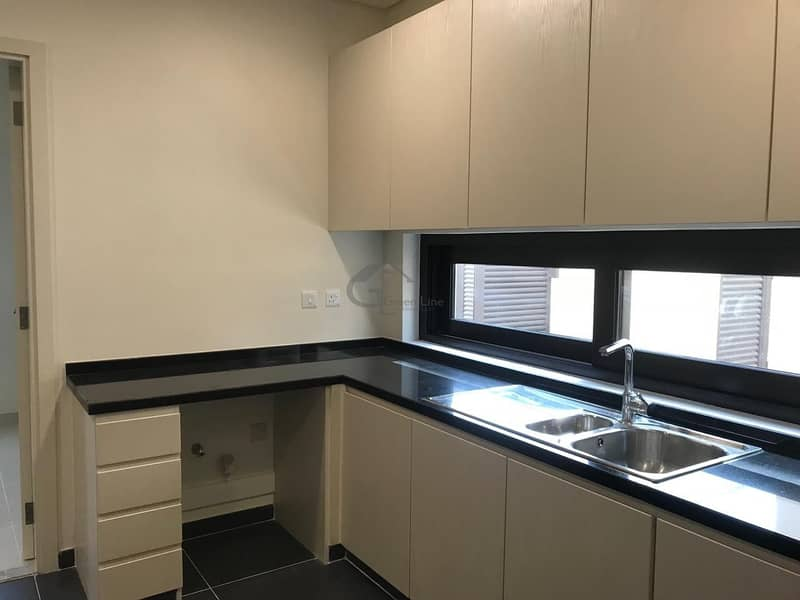 2 Amazing Community I High End Appliances I Corner Villa