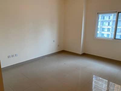شقة في المساكن الحمراء مدينة دبي الرياضية 1 غرف 40000 درهم - 4502867