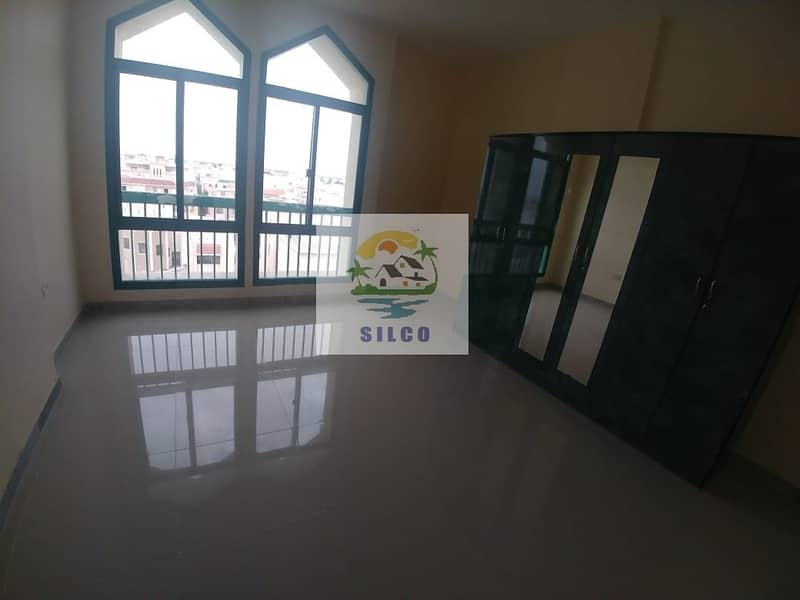 Fully renovated flat in Central A/C w/ balcony