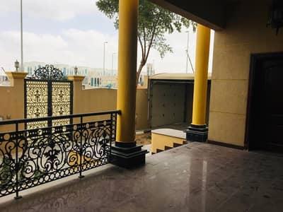 فيلا تجارية  للايجار في مدينة خليفة أ، أبوظبي - فيلا تجارية مميزة تصلح لاي نشاط تجاري على الشارع الرئيسئ