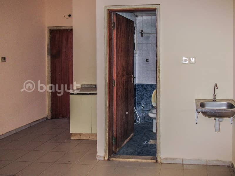 STUDIO FLAT AVAILABLE FOR BACHELORS / STAFF IN MUWEILAH