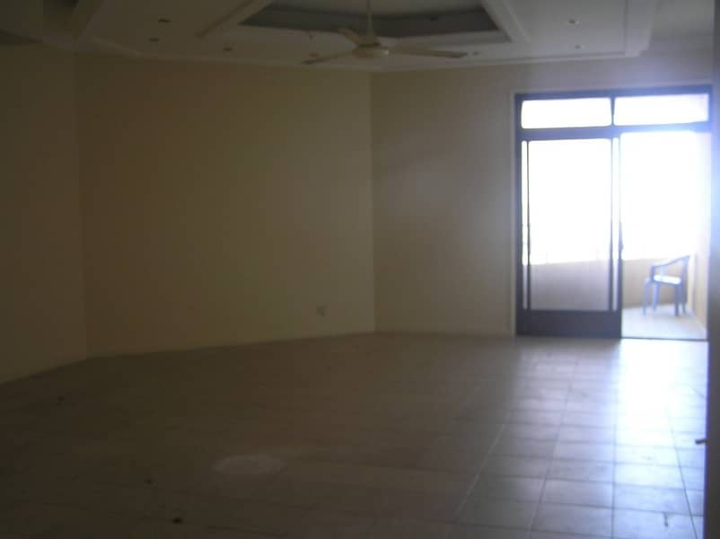 36 Spacious 2 B/R Hall flat with Split ducted A/C & sea view in Corniche Are