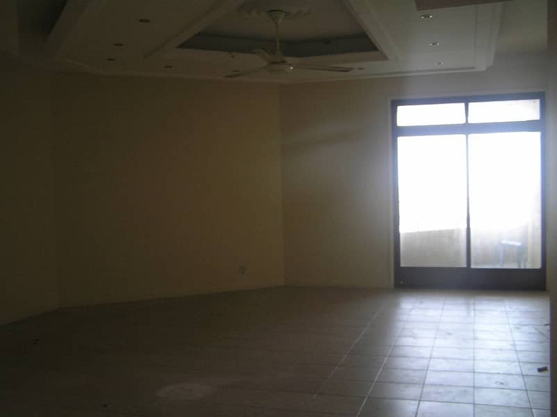 Spacious 2 B/R Hall flat with Split ducted A/C & sea view in Corniche Are