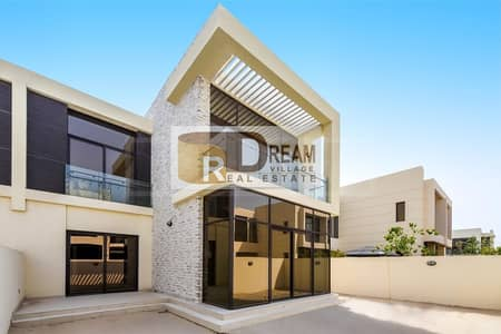 5 Bedroom Villa for Sale in Umm Suqeim, Dubai - Luxury 5BR villa from Paramount furnished on golf