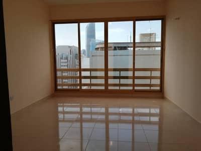 شقة 3 غرف نوم للايجار في شارع الشيخ خليفة بن زايد، أبوظبي - شقة في شارع الشيخ خليفة بن زايد 3 غرف 75000 درهم - 4510664