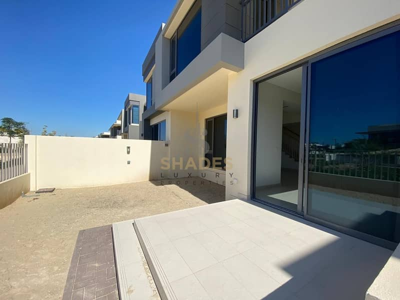 10 Brand new | Corner villa | Single row | 4BR with maid