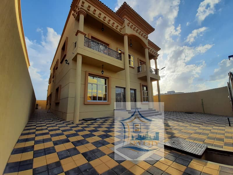 A large building area villa from the owner at a great price
