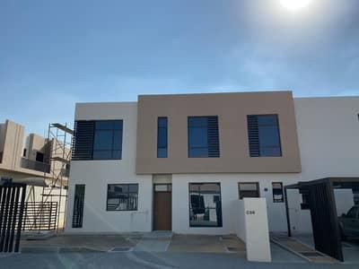 فیلا 4 غرف نوم للايجار في السيوح، الشارقة - فيلا طابقين في مجمع النسمة السيوح