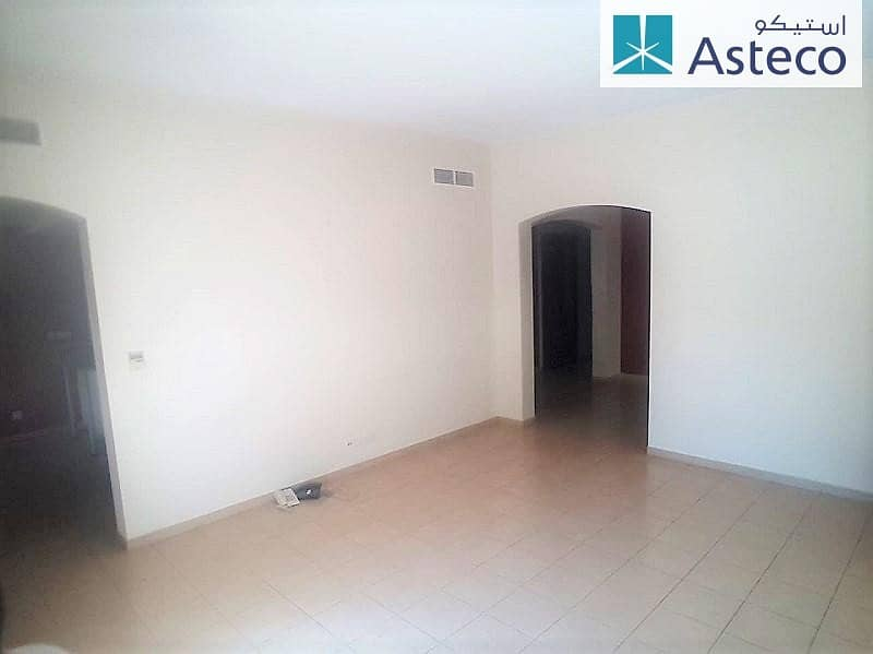24 Corner Villa Close to Pool and Park with Garden