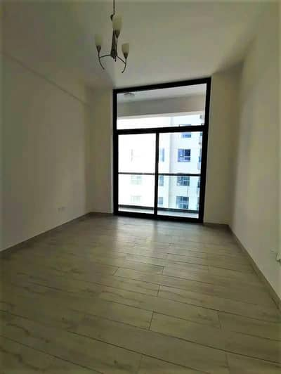 Huge One Bedroom   Brand New   Closed Kitchen