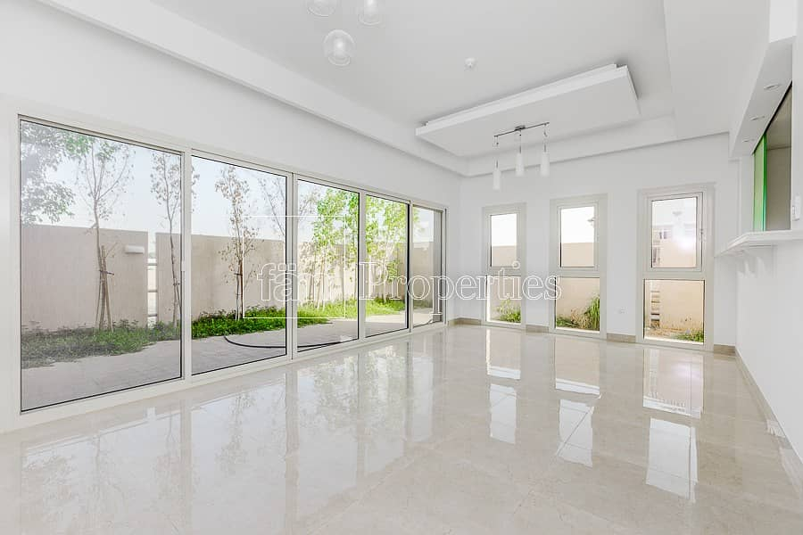 Private Corner 3 Bed+ Maid TH | Ready to Move In