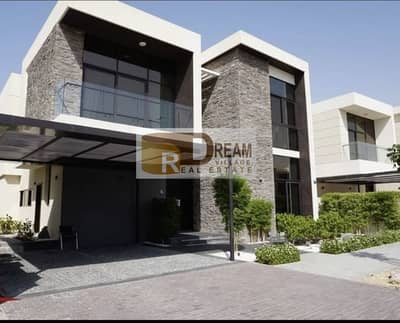 4 Bedroom Villa for Sale in Umm Suqeim, Dubai - Own your villa now with great views of the golf course