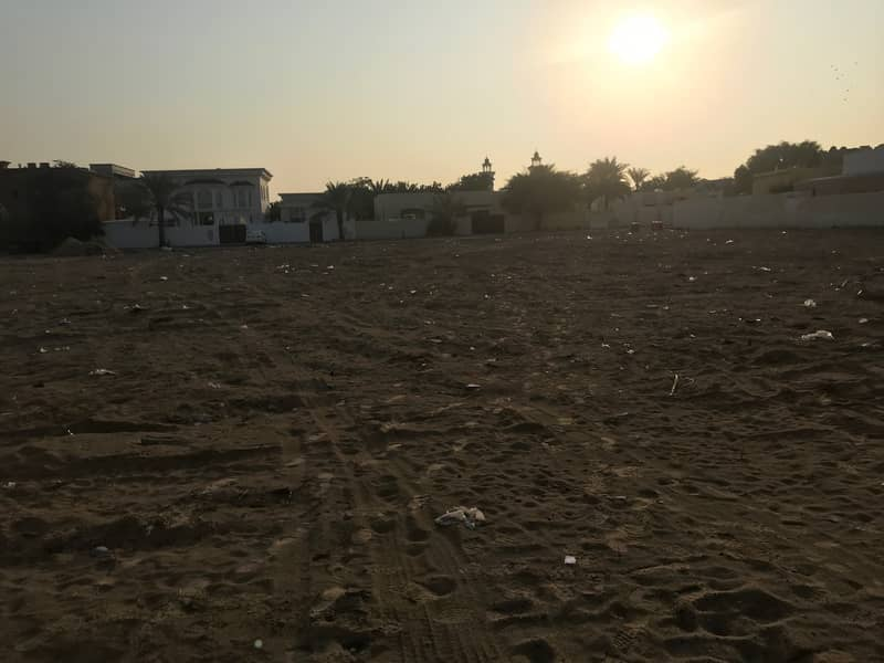 A large  land on a corner in Al Quoz