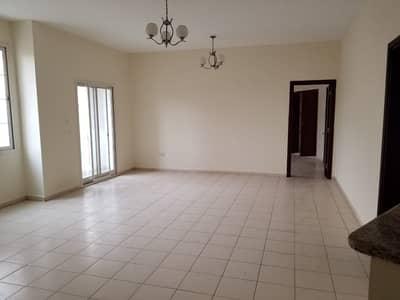 فلیٹ 1 غرفة نوم للايجار في المدينة العالمية، دبي - على استعداد لتحريك شقة كبيرة من غرفة نوم واحدة مع بالكوني