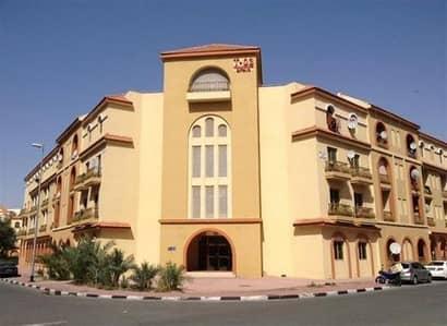 محل تجاري  للايجار في المدينة العالمية، دبي - 463 قدم مربع 23K / 4 الجانب الأمامي Fully Fitted Shop for Rent Spain Cluster