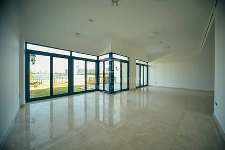 5 Bedroom Townhouse for Rent in Palm Jumeirah, Dubai - Direct Beach Access I Community Feelings on Palm