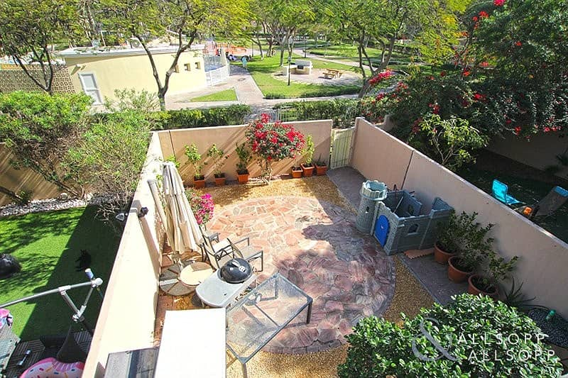 2 Backing Pool and Park | 2 Bedroom | Study