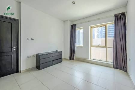 شقة 1 غرفة نوم للايجار في دبي مارينا، دبي - Spacious 1BR with Partial Sea View on Low Floor