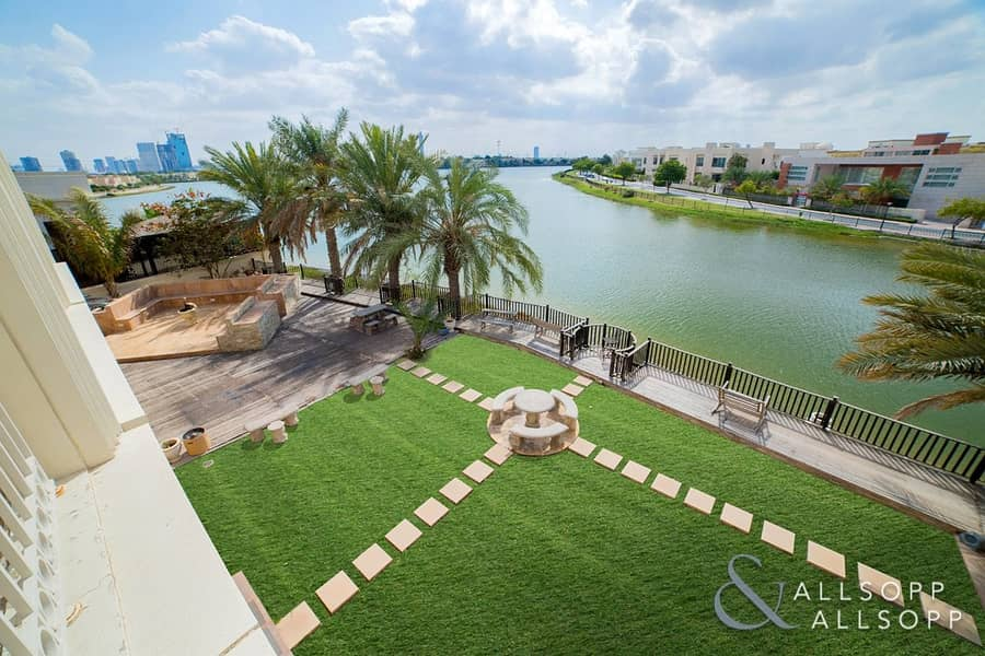 10 8 Beds | Lake Views | Exclusive Location