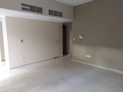 4 Bedroom Villa for Sale in Al Raha Gardens, Abu Dhabi - Amazing Villa With Deluxe Finishing In Al Raha Gardens For Sale With An Amazing Offer