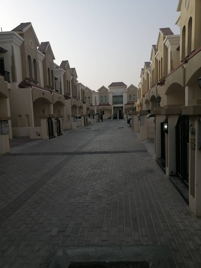 3 bedroom Townhouse in Sahara Meadows 1 , Dubai Industrial City . . . 42000/4 Payments . .