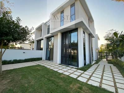 3 Bedroom Townhouse for Sale in Motor City, Dubai - Very high quality 3 bedroom townhouse next to the lagoon