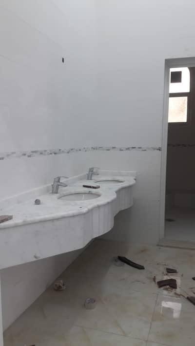 شقة في الشامخة 3 غرف 55000 درهم - 4516175