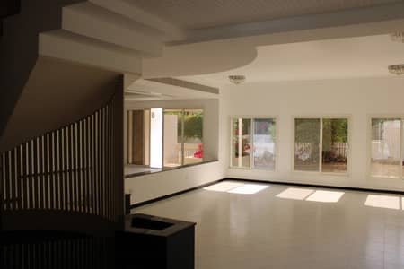 4 Bedroom Villa for Rent in Umm Suqeim, Dubai - STYLISH 4BR COMPOUND VILLA WITH GARDEN