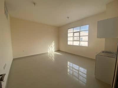 شقة استوديو كبير وشاسع  للايجار في مدينة محمد بن زايد مع توثيق