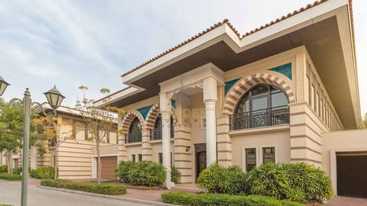 5 Bedroom Villa for Sale in Palm Jumeirah, Dubai - Exclusive royal villas | Luxury furnished | Limited availability