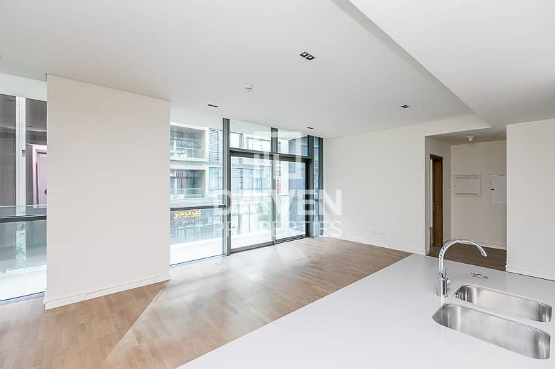 10 Large and Bright 1 Bed in Quiet Location