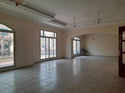 فیلا 4 غرف نوم للايجار في أم سقیم، دبي - فيلا مؤلفة من طابقين آربعة غرف نوم ضمن مجمع فلل مع شهر مجانا