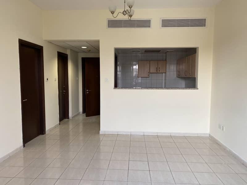 غرفة نوم واحدة للإيجار في مدينة العنقودية الإسبانية في دبي 31k / 4