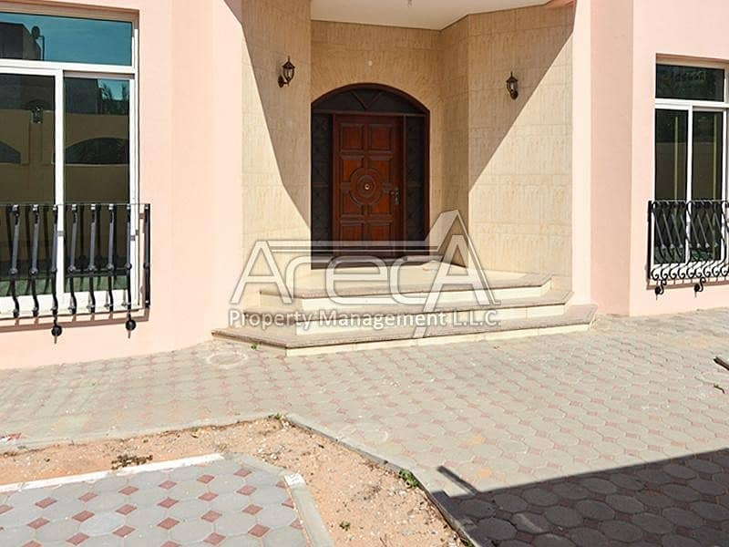 Big sized 7 bedrooms villa front on the street.