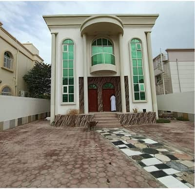 5 Bedroom Villa for Sale in Al Rawda, Ajman - Ready to move in with electricity and water in a strategic location near Sheikh Ammar Street. Call now to get your dream villa