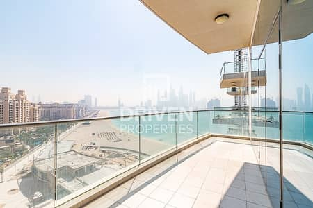 3 Bedroom Flat for Sale in Palm Jumeirah, Dubai - Upgraded 3 Bed Apt with Full Marina View