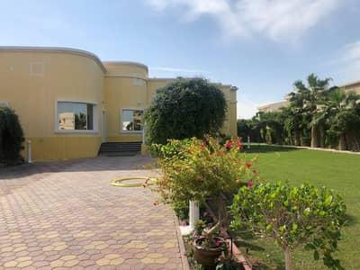 فیلا 6 غرف نوم للايجار في ند الحمر، دبي - فیلا في ند الحمر 6 غرف 210000 درهم - 4519190
