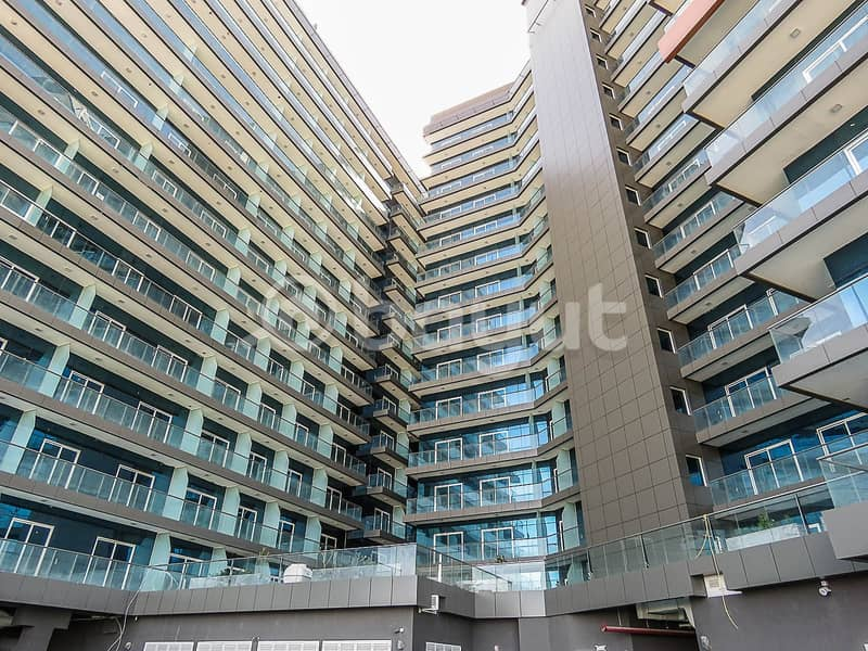 28 Large 3-BR Flat with Balcony in DSO