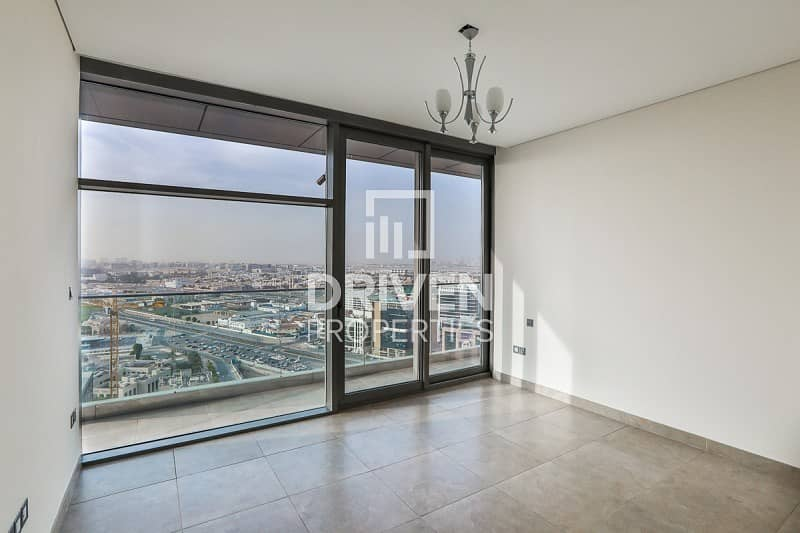 2 Spacious Apartment with Canal and Creek View