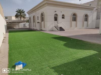 فیلا 4 غرف نوم للايجار في البرشاء، دبي - فیلا في البرشاء 3 البرشاء 4 غرف 210000 درهم - 4520024