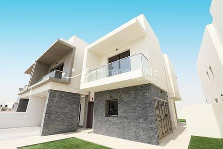 فیلا 4 غرف نوم للبيع في جزيرة ياس، أبوظبي - Sophisticated Duplex Villa w/ Garden & Balcony  In Yas Acres
